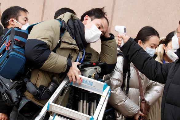 Trung Quốc thừa nhận khả năng số người nhiễm virus corona mới vẫn tăng - Ảnh 1.