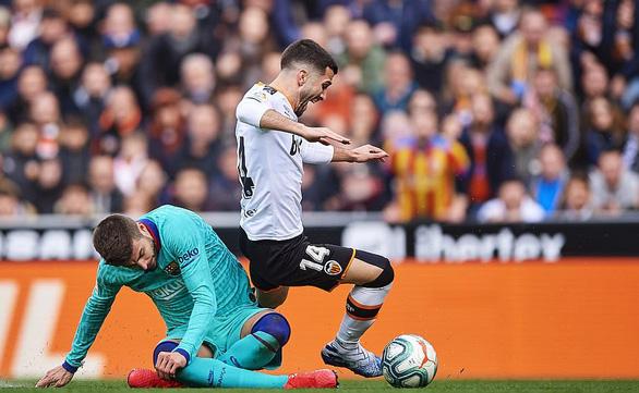 Messi bất lực, Barcelona nhận thất bại trước Valencia - Ảnh 2.