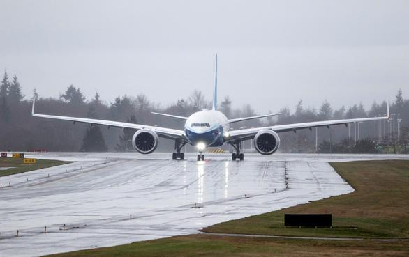 Thử nghiệm thành công máy bay chở khách lớn nhất thế giới - Ảnh 4.