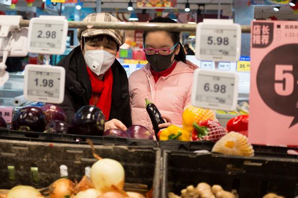 Bắc Kinh dùng thuốc điều trị HIV cho người nhiễm virus corona - Ảnh 1.