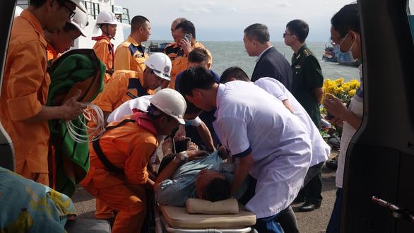 Ra khơi cứu thuyền viên Thái Lan gặp nạn ngay mùng 1 tết - Ảnh 3.