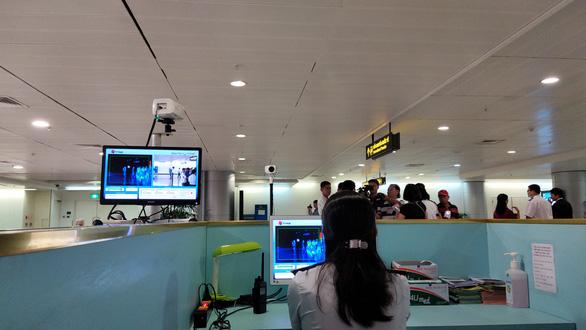 Hàng không Việt Nam hỗ trợ chuyển khách quay lại Trung Quốc - Ảnh 1.