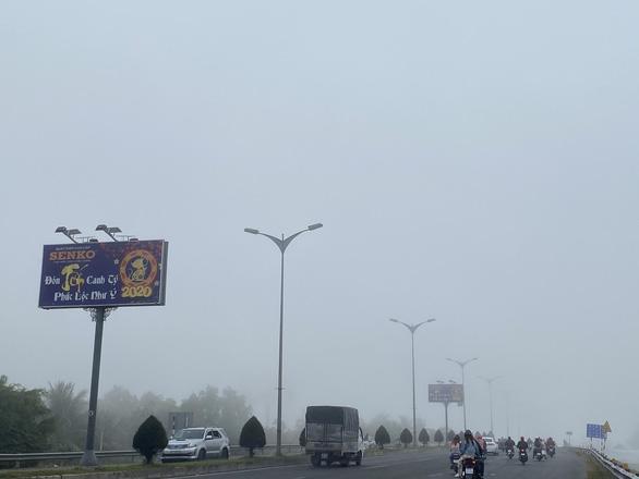 Sương mù bao trùm Cần Thơ vào Mùng 2 Tết - Ảnh 3.