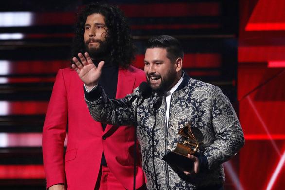 Billie Eilish thắng lớn tại lễ trao giải Grammy 2020 - Ảnh 5.