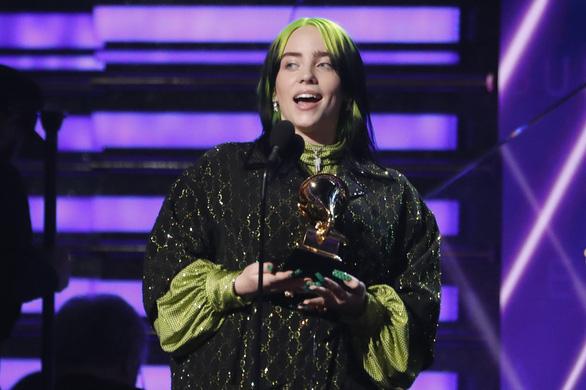 Billie Eilish thắng lớn tại lễ trao giải Grammy 2020 - Ảnh 4.