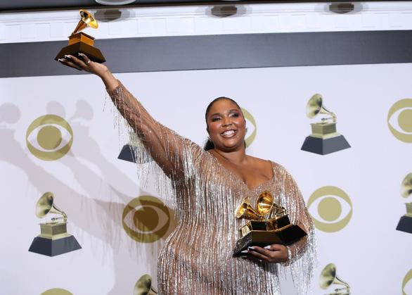 Billie Eilish thắng lớn tại lễ trao giải Grammy 2020 - Ảnh 2.