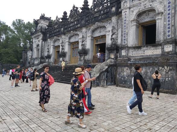 Giám sát khách du lịch đến Việt Nam có nguy cơ cao nhiễm virus corona - Ảnh 1.
