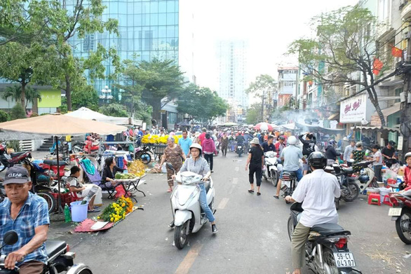 Nói ăn Tết Sài Gòn chán nghe không vô, không rành tết Sài Gòn rồi nha - Ảnh 1.