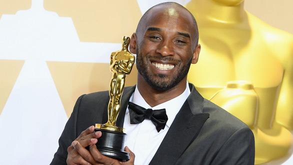 Người hâm mộ Mỹ tan nát cõi lòng với cái chết của Kobe Bryant - Ảnh 1.