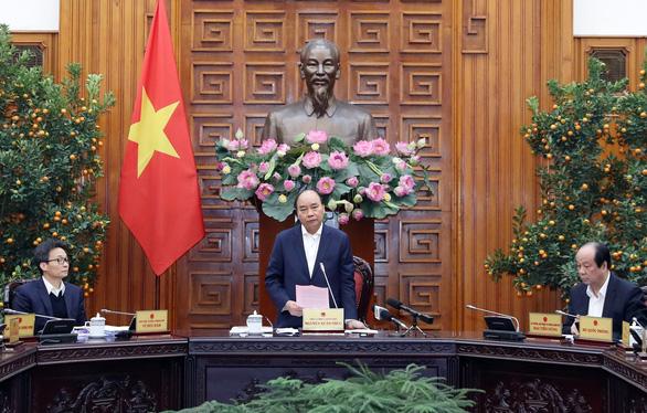 Thủ tướng Chính phủ họp khẩn về phòng, chống dịch bệnh do virus corona gây ra - Ảnh 1.