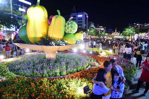 Hoa trên đường hoa Nguyễn Huệ 2020 khoe sắc trước giờ đóng cửa - Ảnh 3.