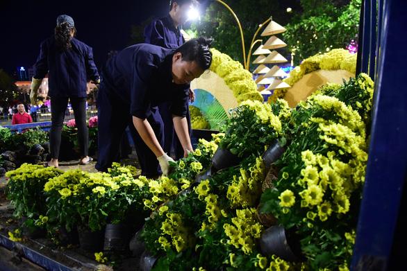 Hoa trên đường hoa Nguyễn Huệ 2020 khoe sắc trước giờ đóng cửa - Ảnh 4.