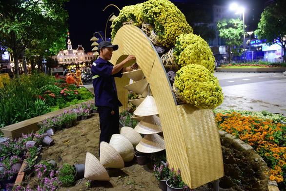 Hoa trên đường hoa Nguyễn Huệ 2020 khoe sắc trước giờ đóng cửa - Ảnh 6.