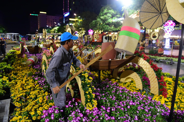 Hoa trên đường hoa Nguyễn Huệ 2020 khoe sắc trước giờ đóng cửa - Ảnh 7.
