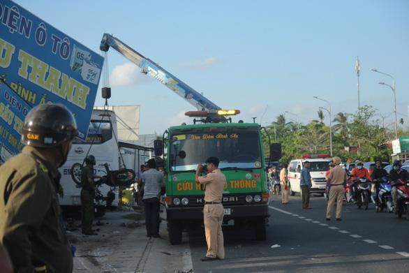 Đang xả trạm, xe khách 29 chỗ tông ngang xe máy, 1 người chết 1 bị thương - Ảnh 3.