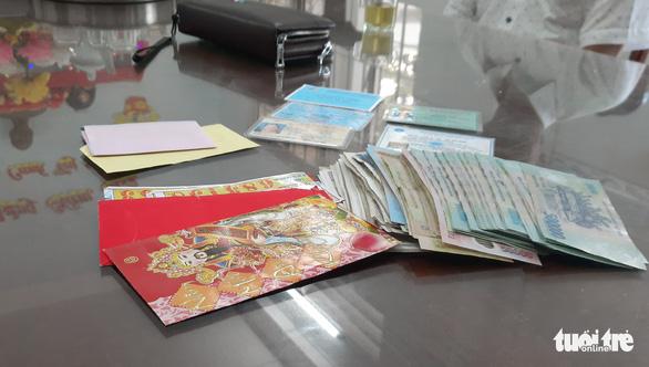 Trả hơn 30 triệu đồng cho một phụ nữ đánh rơi trên đường về quê ăn tết - Ảnh 2.