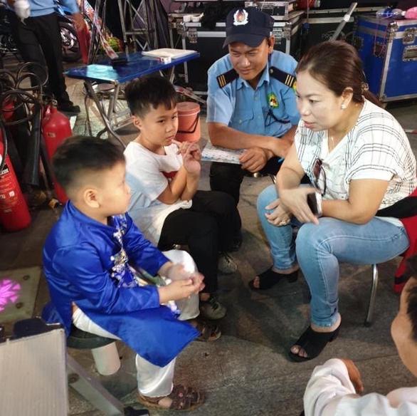 Đường hoa Nguyễn Huệ Tết Canh Tý: 36 trẻ nhỏ bị lạc đều được tìm thấy, trả về gia đình - Ảnh 3.