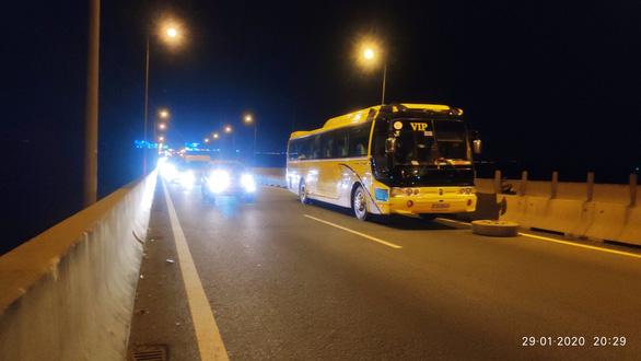 Cao tốc TP.HCM - Long Thành - Dầu Giây kẹt xe do xe khách chết máy - Ảnh 1.