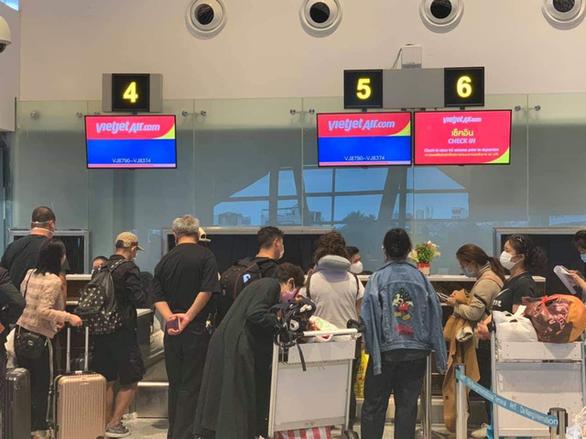 Ngừng tất cả các chuyến bay từ vùng có dịch đến Việt Nam và ngược lại - Ảnh 1.