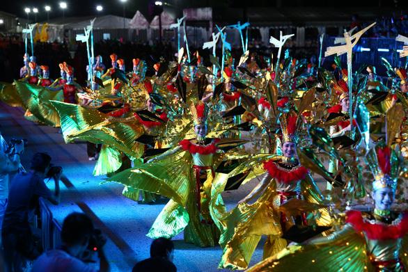 Sen theo nghệ sĩ Việt đến Lễ hội diễu hành đường phố Chingay Singapore - Ảnh 1.