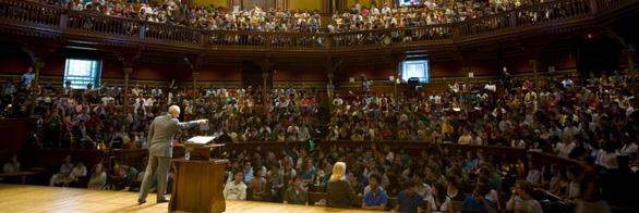 Giáo sư Harvard nổi tiếng với những bài giảng về công lý sẽ đến Việt Nam - Ảnh 2.