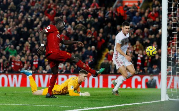 Thắng nhẹ nhàng Sheffield, Liverpool vững chắc ngôi đầu Premier League - Ảnh 2.