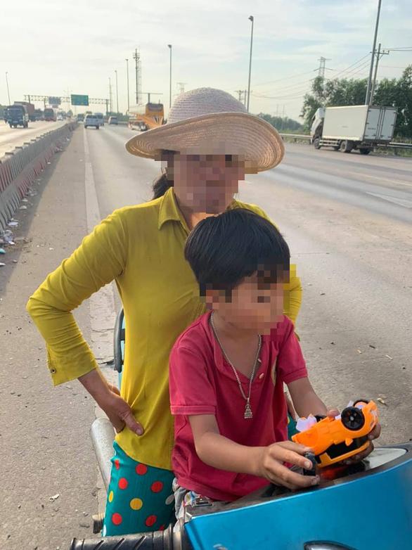 Người phụ nữ nghi bị tâm thần chở con nhỏ chạy ngược chiều trên cao tốc - Ảnh 2.