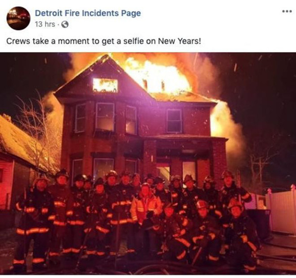 Đội cứu hỏa bị điều tra vì chụp ảnh selfie trước tòa nhà bốc cháy - Ảnh 1.