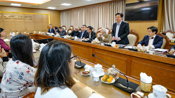 Hội đồng thẩm định SGK và GS Hồ Ngọc Đại đối thoại: bấc ném qua, chì ném lại - Ảnh 1.