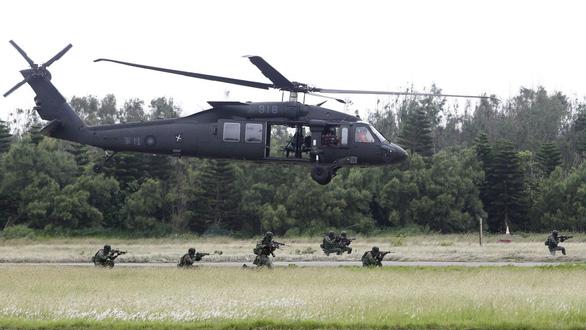 Đài Loan cho nằm đất 52 trực thăng Black Hawk sau tai nạn nhiều tướng thiệt mạng - Ảnh 1.