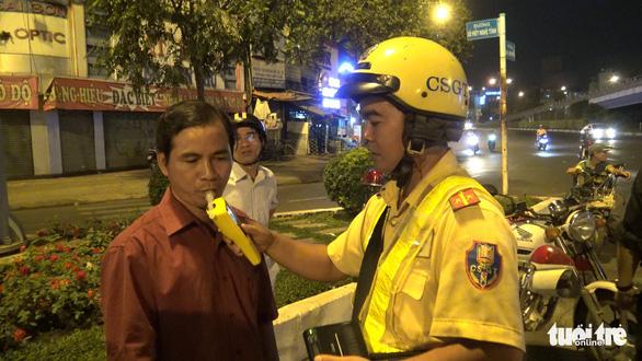 Nghe mức xử phạt theo luật mới, tài xế có rượu bia phản ứng dữ dội - Ảnh 2.