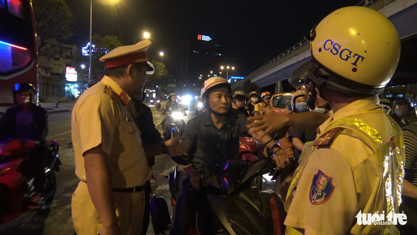 3 ngày áp dụng luật mới, 70 người uống rượu bia vẫn lái xe ở TP.HCM bị phạt - Ảnh 2.