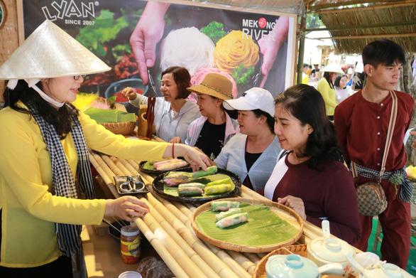 Hạn chế sử dụng túi nilông tại Lễ hội Tết Việt 2020 - Ảnh 1.