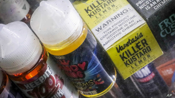 Mỹ cấm thuốc lá điện tử hương vị bạc hà, trái cây - Ảnh 1.