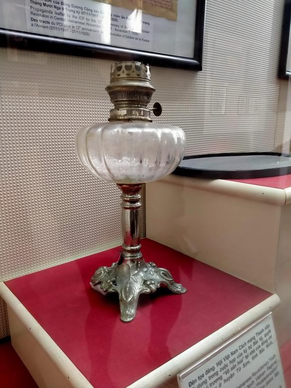 Những kỷ vật thiêng liêng - Kỳ 1: Ngọn đèn cách mạng - Ảnh 1.