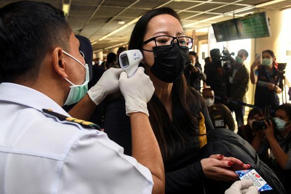 Các nước siết nhập cảnh với Trung Quốc để chống dịch virus corona - Ảnh 1.
