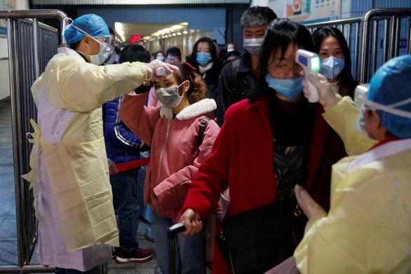 Thời gian ủ bệnh do virus corona chỉ 5 ngày, cứ 1 người lây cho hơn 2 người - Ảnh 1.