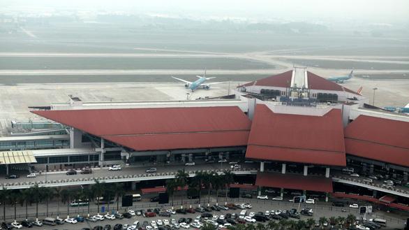 Cách ly 2 hành khách Trung Quốc sốt cao khi bay từ Chu Lai đến Hà Nội - Ảnh 1.