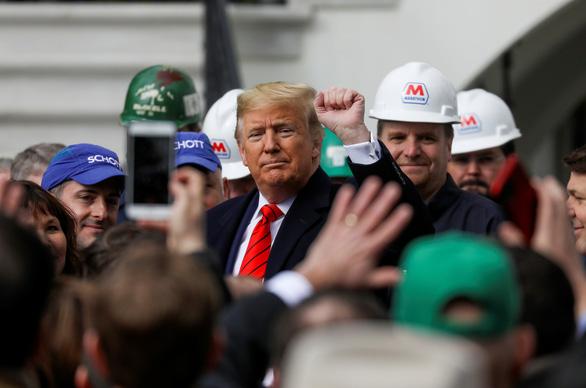 Ông Trump ký hiệp định thương mại khủng, hứa tương lai huy hoàng cho dân Mỹ - Ảnh 1.