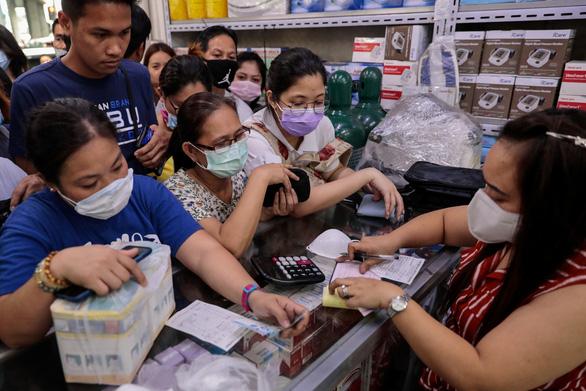 Đeo khẩu trang: Singapore bảo không cần khi khỏe, nước khác lại khuyến khích - Ảnh 2.