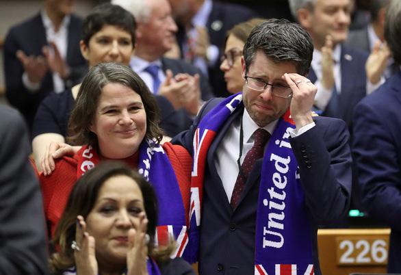 Brexit có hiệu lực: kẻ khóc, người cười - Ảnh 1.