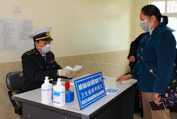 Cửa khẩu vắng như chùa Bà Đanh trong dịch cúm corona - Ảnh 2.