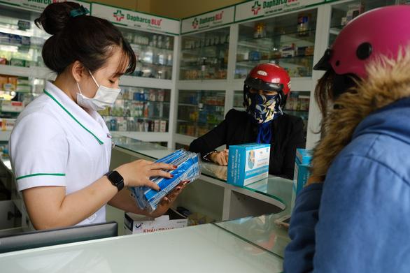 Đà Nẵng yêu cầu quầy thuốc trình báo khi người mua sốt, ho, khó thở - Ảnh 1.