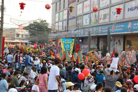Bình Dương hủy lễ hội đông người, Hà Nội hoãn tổ chức ngày thơ - Ảnh 1.