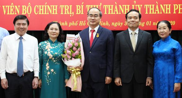 Bí thư Thành ủy TP.HCM Nguyễn Thiện Nhân nhận huy hiệu 40 năm tuổi Đảng - Ảnh 4.