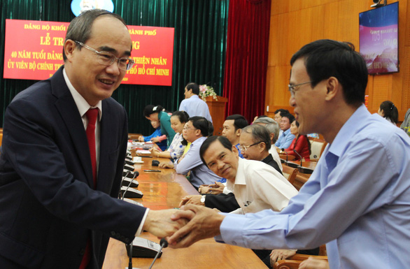 Bí thư Thành ủy TP.HCM Nguyễn Thiện Nhân nhận huy hiệu 40 năm tuổi Đảng - Ảnh 5.
