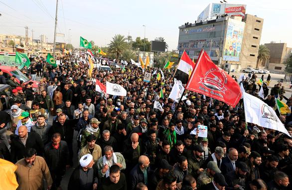 Hàng ngàn người Iraq dự lễ tang tướng Iran, hô vang Cái chết cho nước Mỹ - Ảnh 2.