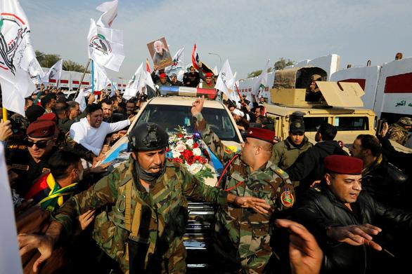 Hàng ngàn người Iraq dự lễ tang tướng Iran, hô vang Cái chết cho nước Mỹ - Ảnh 3.