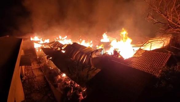 Vụ cháy nhà xưởng ở Củ Chi: Do công nhân hút thuốc bất cẩn - Ảnh 1.