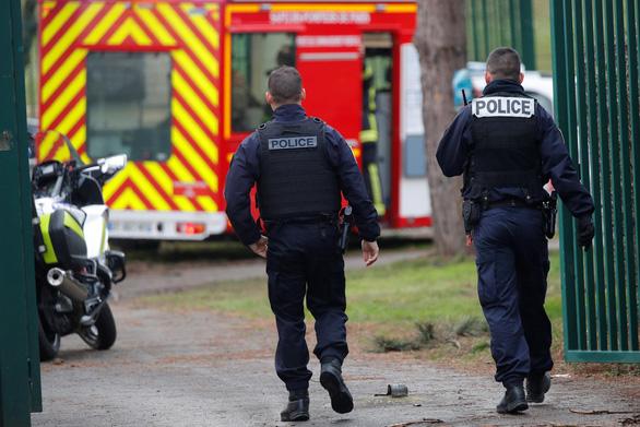 Pháp bắn chết kẻ mang dao đâm chém loạn xạ trong công viên - Ảnh 1.